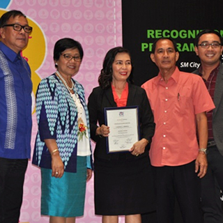 CSC honors PhilHealth's Pagasa Awardee