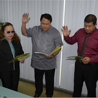 Two PhilHealth Board Members Take Oath